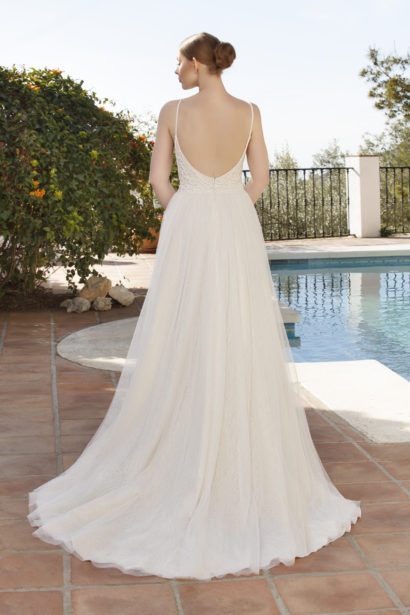 Boho trouwjurk met split in nude kleur en blote rug