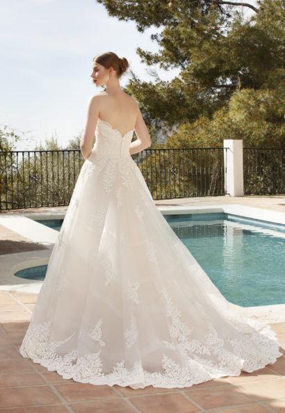 Bustier trouwjurk met sweetheart decolleté, kantenapplicaties en een kantenboord