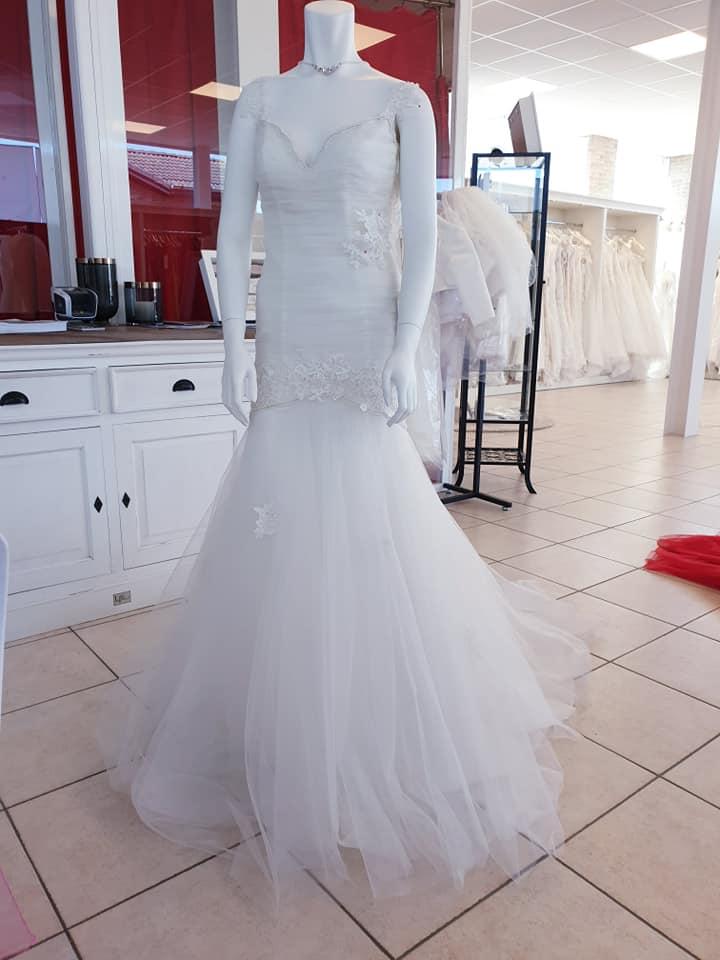 Nauwaansluitend trouwjurk met blote rug