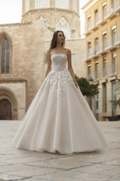 Ball gown wedding dress, strapless tulle skirt & lace bustier