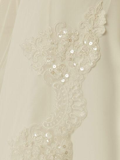 Enkellaagse sluier, boven zonder rand, beneden met fijne kanten rand, tule diamond, lengte 280 cm - €150