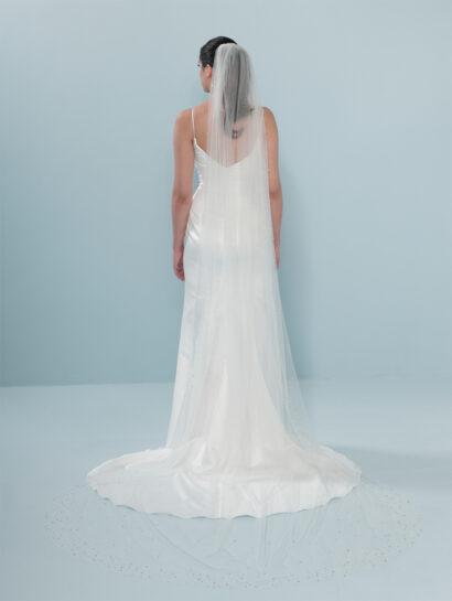 Bruidssluier waarvan de rand is versierd met pailletten en kristallen S402 300cm € 220