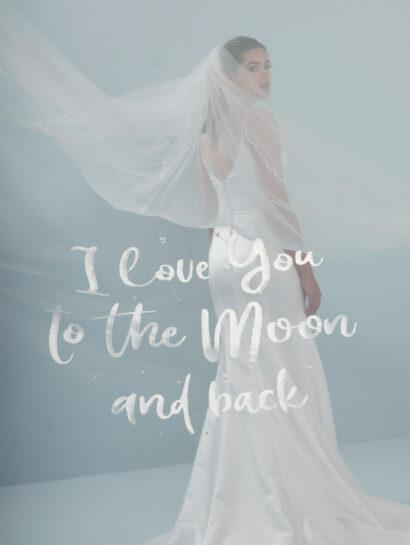 """Bruidssluier geborduurde randen met golfpatroon en de tekst """"I love you to the moon and back"""" S412 350cm €270"""