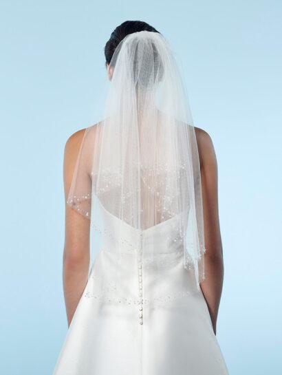 Dubbellaagse bruidssluier met kralen en parels aan de rand. Lengte 75cm - € 150