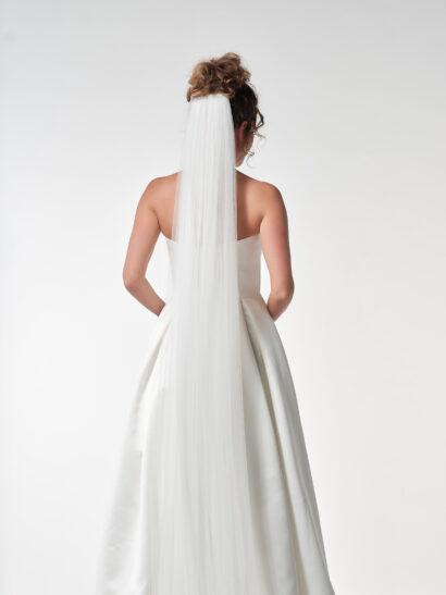 Bruidssluier - Enkellaagse sluier van zachte tule zonder potloodrand. Lengte 300 cm, breedte 300 cm. All ivory - Prijs € 105
