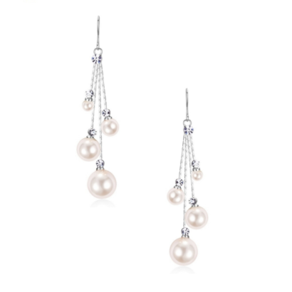 Chic and stylish chandelier earrings - unique in design with clear crystals and simulated ivory pearls on a rose gold finish. Size is 5cm long and lightweight. Code 7417 - € 45